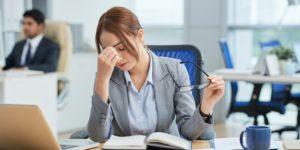 Kobieta w pracy biurowej