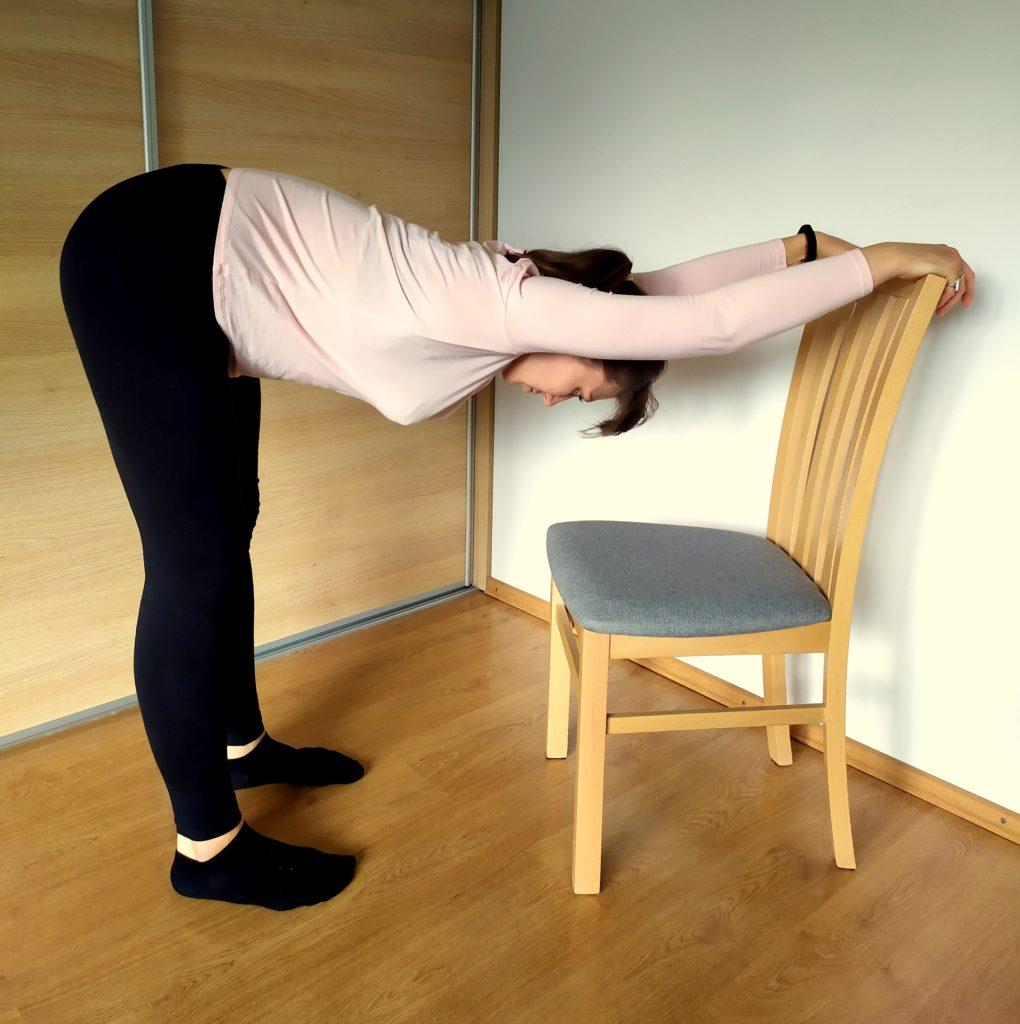 skłon japoński biurowy przy kreśle - jak przestać się garbić